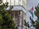 Soused� uvedli, �e v�t�� ruch kolem byt�, kde s�dl� palestinsk� ambas�da,...