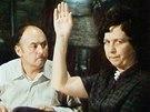 Here�ka V�ra Tich�nkov� s Lubom�rem Lipsk�m ve filmu A� �ij� duchov�! (1977)