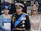 Princ Andrew se sv�mi dcerami Eugeni� (vlevo) a Beatrice (vpravo)