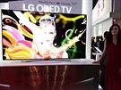 Ohebný OLED televizor souběžně představily společnosti LG a Samsung. Televizor...