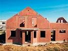 Projekt Dům jedním tahem nabízí montovanou konstrukci z Liaporbetonu. Na snímku