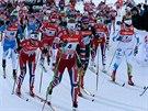 Startovní pole závodu žen na 10 km klasicky.