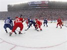 Momentka z duelu Winter Classic mezi Detroitem a Torontem.