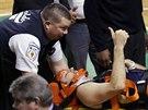 Ryan Anderson z New Orleans se zranil při utkání s Bostonem. Ukazuje však...