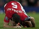 Rio Ferdinand z Manchesteru United se v duelu se Swansea City zranil.