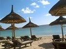 Podél ostrova Mauritius se táhnou dlouhé písečné pláže.