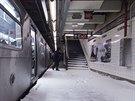 Sn�h se dostal i do stanice metra nazvan� podle 65. ulice (New York, 3. ledna...