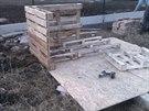 Zden�k Macura a jeho stavba azylov�ho domku pro t�ran� �eny