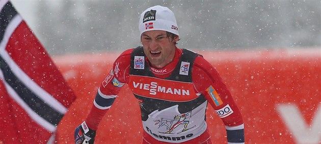 Petter Northug z Norska mí�í do cíle Tour de Ski.