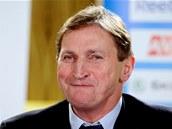 POBAVENÝ. Trenér českých hokejistů Alois Hadamczik na tiskové konferenci, kde oznámil nominaci pro ZOH v Soči.