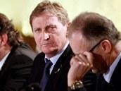 Trenér českých hokejistů Alois Hadamczik (uprostřed)na tiskové konferenci, kde oznámil nominaci pro ZOH v Soči.