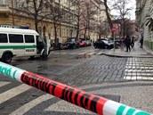 Policisté kv�li údajné bomb� uzav�eli Moravskou ulici v Praze na Vinohradech....
