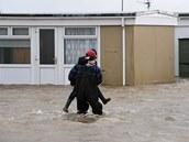 Zaplaven� rekrea�n� chaty v Kidwelly v z�padn�m Walesu (3. ledna 2014).