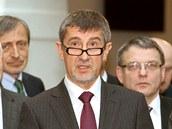P�edseda hnut� ANO Andrej Babi� hovo�� na tiskov� konferenci po podpisu