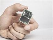 Intel Edison je postaven na technologii Intel Quark. Počítač má zabudované bezdrátové sítě Bluetooth a wi-fi a měl by podporovat různé operační systémy jako Linux a Android. K dispozici bude v létě tohoto roku.