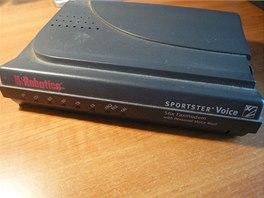 Klasický 56k modem pro připojení přes telefonní linku. Zdroj: Wikipedia.org