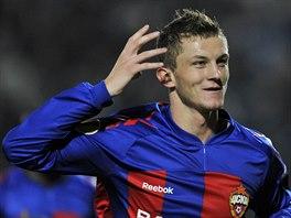 TRADI�N� OSLAVA. Tom� Necid z CSKA Moskva se raduje z g�lu.