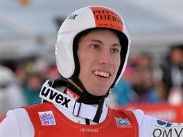 Rakouský skokan na lyžích Thomas Diethart se raduje z triumfu v...