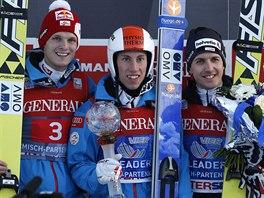 Tř nejlepší z Garmisch-Partenkirchenu. Zleva druhý  Thomas Morgenstern , vítěz...