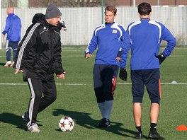 Olomoucký trenér Zdeněk Psotka (vlevo) se zapojoval do prvního zimního tréninku...