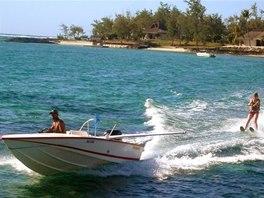 Vodní lyžování je na Mauritiu oblíbenou atrakcí.