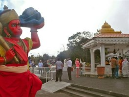 Hinduistický chrám u jezera Ganga Talao