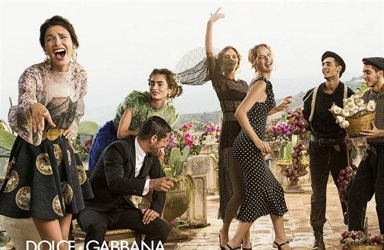 Eva Herzigová je hlavní modelkou kampaně jarní a letní kolekce Dolce & Gabbana.