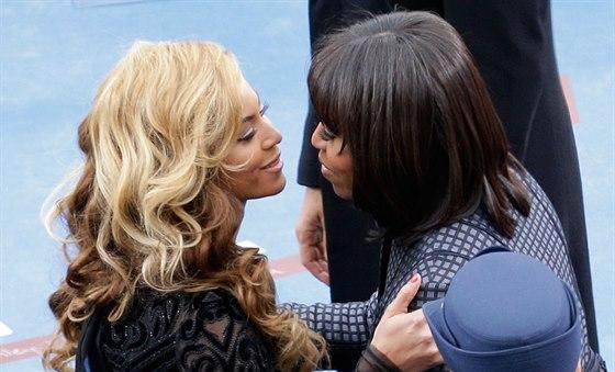 Je pravd�podobn�, �e se Beyonc� z��astn� narozenin Michelle Obamov�. Jsou...