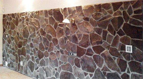 Kamenn� obklad v interi�ru je dekorativn�.