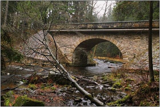 Kamenný most přes Divokou Orlici u Zemské brány