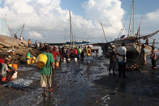 Na kraji města ve starém přístavu probíhá každé ráno pitoreskní trh s čerstvě