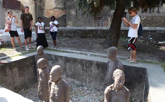 Zanzibar byl nechvalně proslulý pro svůj trh s otroky. Na místě trhu ve Stone
