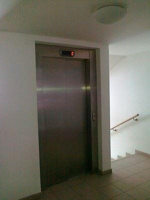 Většina domů v ČR potřebuje vyměnit nebo zbudovat výtah