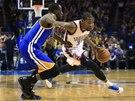 FAMÓZNÍ VEČER. Kevin Durant z týmu Oklahoma City (vpravo) dal v utkání proti