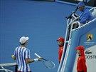 Tomáš Berdych diskutuje s umpirovým rozhodčím v osmifinále Australian Open.