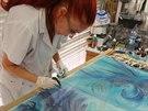 Blanka Matragi při práci na nové kolekci
