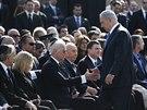Izraelský premiér Benjamin Netanahu při příchodu na smuteční obřad (13. ledna)