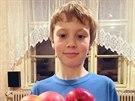 Ze dvou takových misek jablek usuším šest balíčků křížal, počítá Tomáš.