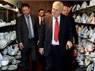 Prezident Miloš Zeman při návštěvě porcelánky Thun v Nové Roli na Karlovarsku....