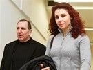 Kateřina Pancová a Petr Kott přicházejí na jednání Krajského soudu v Praze.