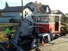 Peugeot smetla ze železničního přejezdu drezína. Zázrak, že jak řidička, tak i...