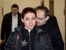 Kateřina Pancová přichází v pátek k soudu. Za ní jde její obhájce Michal Marini