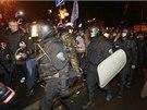 Násilnosti před budovou kyjevského soudu si v noci na sobotu vyžádaly nejméně