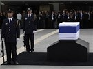 Rozloučení s Arielem Šaronem, bývalým premiérem Izraele, před budovou
