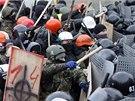 V centru Kyjeva se se�lo asi 100 tis�c lid�, aby vyj�d�ili nesouhlas s nov�
