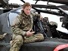 Princ Harry jako pilot bojov�ho vrtuln�ku Apache