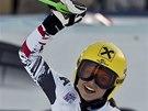 Anna Fenningerová se raduje z druhého místa ve sjezdu v rakouském Zauchensee.