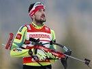 KAM FOUKÁ. Jakov Fak během stíhacího závodu biatlonistů v Ruhpoldingu.