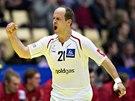 Rakouský házenkář Roland Schlinger se raduje z gólu v utkání proti Česku.