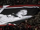 Fanoušci Benfiky Lisabon v černé na počest zesnulé fotbalové legendy Eusebia.